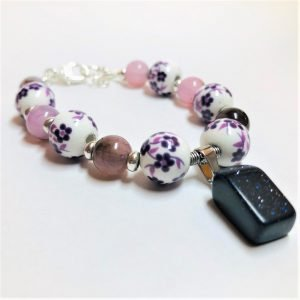 Costume Jewellery - Flower Bead bracelet